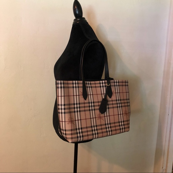 0046b553b27b Burberry Handbags - Burberry Lavenby Medium Reversible Leather Tote